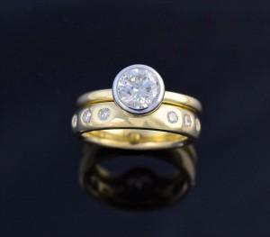 diamonds gold band